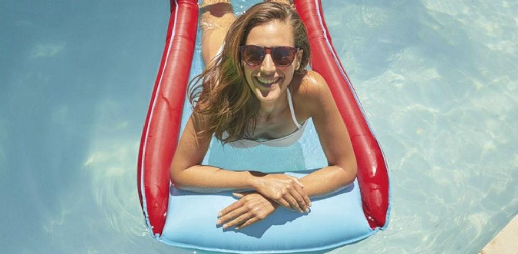 Met deze hangmat van Lidl lig jij volledig ontspannen in het zwembad
