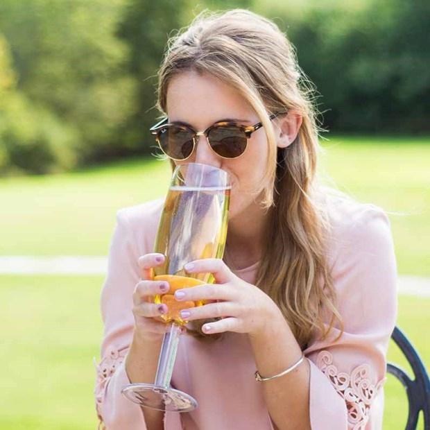 Voor de liefhebber: in dit champagneglas past een hele fles