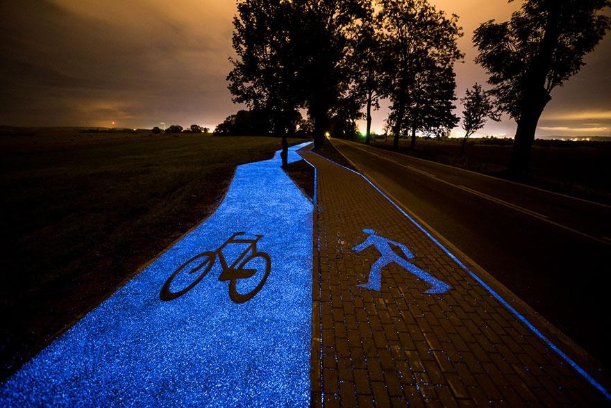 glowing-blue-bike-lane-tpa-instytut-badan-technicznych-poland-6