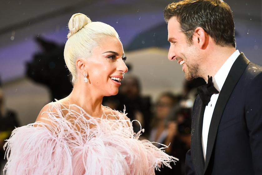 'Vrijgezellige' Lady Gaga en Bradley Cooper wéér samen op festivalpodium