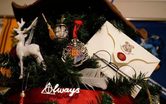 Britse vrouw wint Kerstmis met haar magische Harry Potter-kerstboom