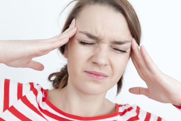 Wacht nog even met een aspirientje! Deze oefeningen helpen tegen de hoofdpijn