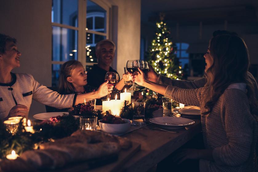Dit is waarom je alle lichten in huis aan moet laten tijdens de feestdagen