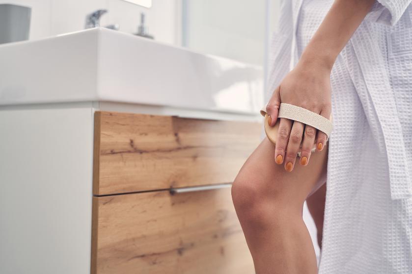 Helemaal klaar met die cellulitis? 'Drybrushing' kan de oplossing zijn