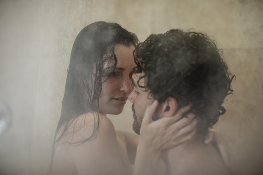 Erotisch verhaal: 'In de douche van de camping stond-ie ineens achter me'