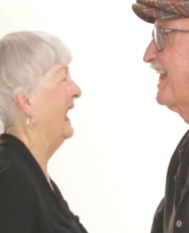 Hartverwarmend: mensen die elkaar 4 minuten in de ogen staren