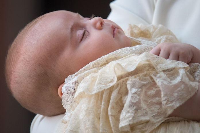 Zien: de officiële gezinsfoto's van de Britse royals op doopdag prins Louis
