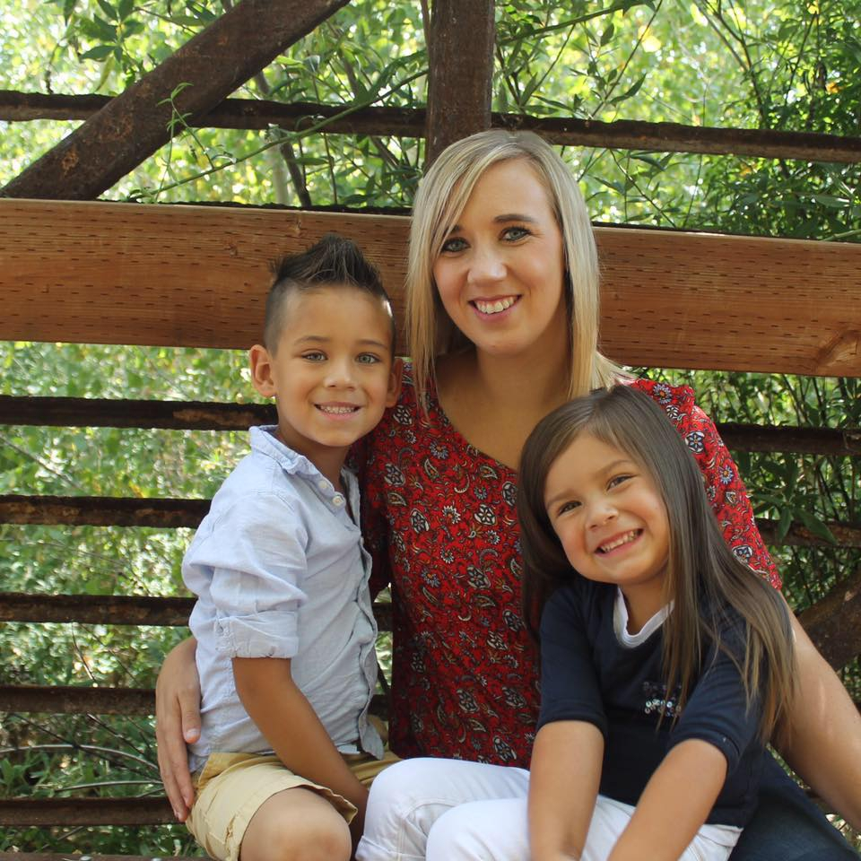 Ontroerend: alleenstaande moeder verkleed zich als man voor vader-zoon dag op school