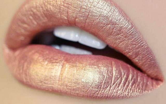 Zien: het internet werd spontaan verliefd op deze roségouden lippenstift