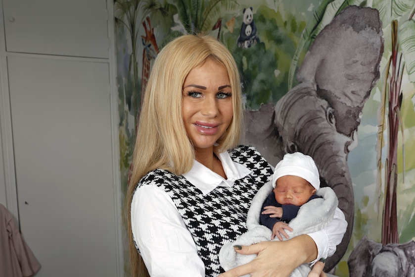 Samantha de Jong deelt eerste duidelijke foto van jongste zoon: 'Ik hou zielsveel van jou'