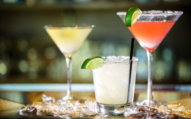 In dit bedrijf betalen ze je om de wereld rond te reizen én cocktails te proeven