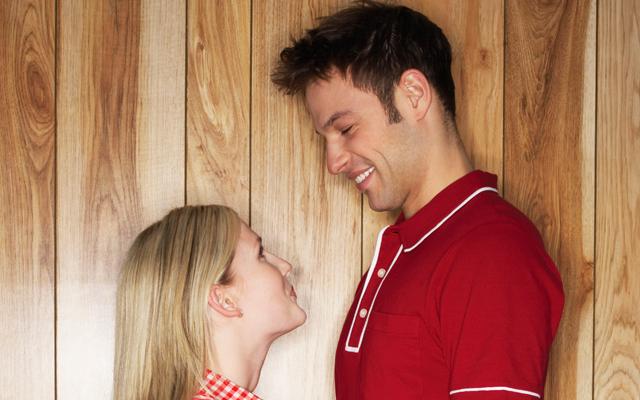 8 redenen waarom iedereen jaloers is op jouw grote boyfriend