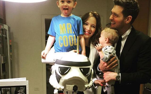 Hartverscheurend: het driejarige zoontje van Michael Bublé is begonnen met zijn chemotherapie