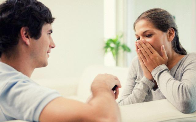 13 signalen dat je binnenkort een huwelijksaanzoek krijgt