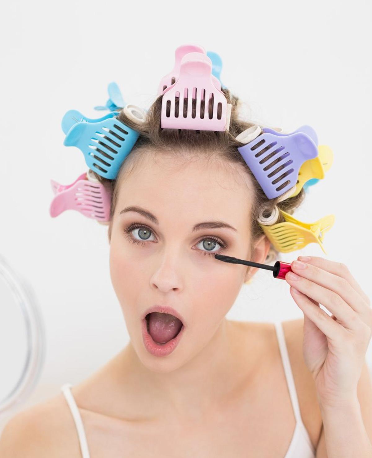 Waarom we mascara aanbrengen met onze mond open? Dat zit zo!