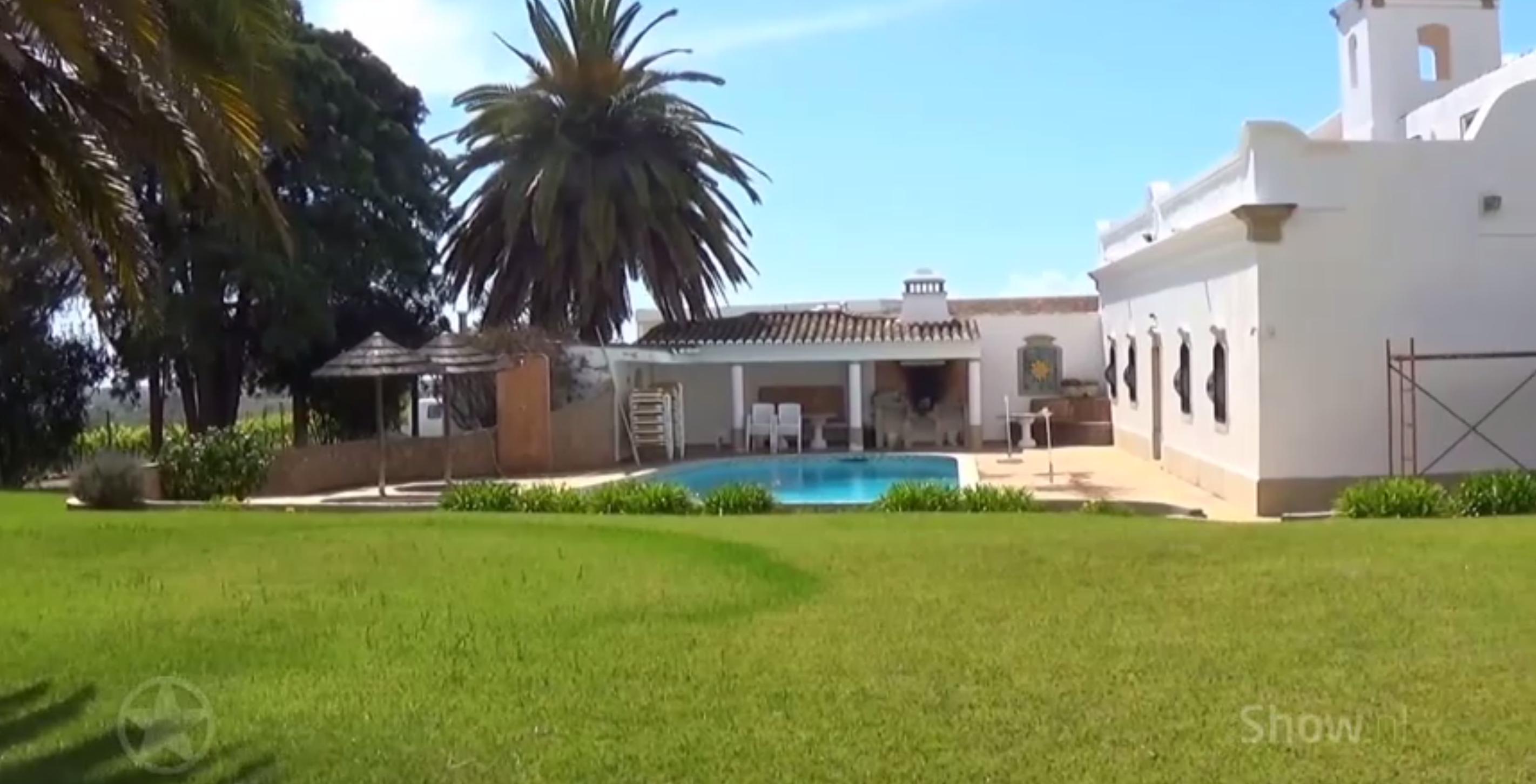 ZIEN: Binnenkijken in het Portugese vakantiehuis van Cliff Richard