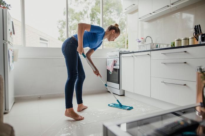 Huishoudvraag: 'Wat voor dweil is het meest hygiënisch om te gebruiken?'