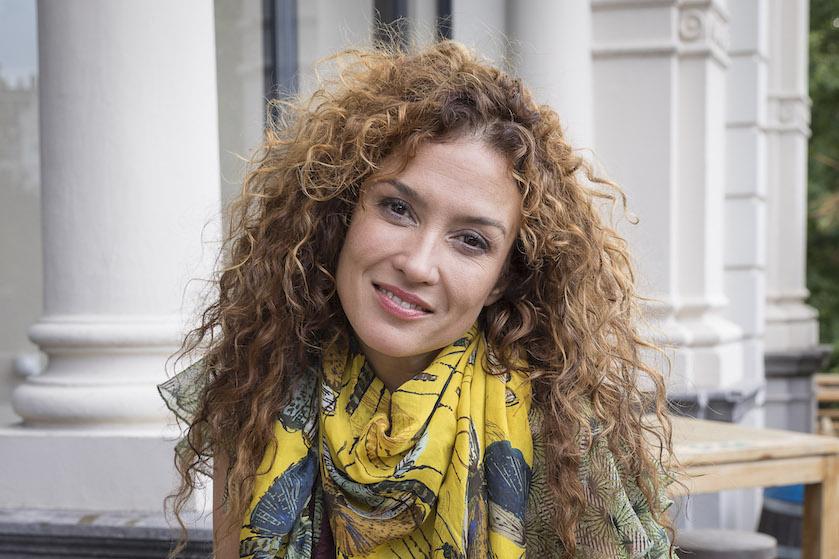 Daar zijn ze weer: Katja Schuurman bedolven onder kritiek van moedermaffia