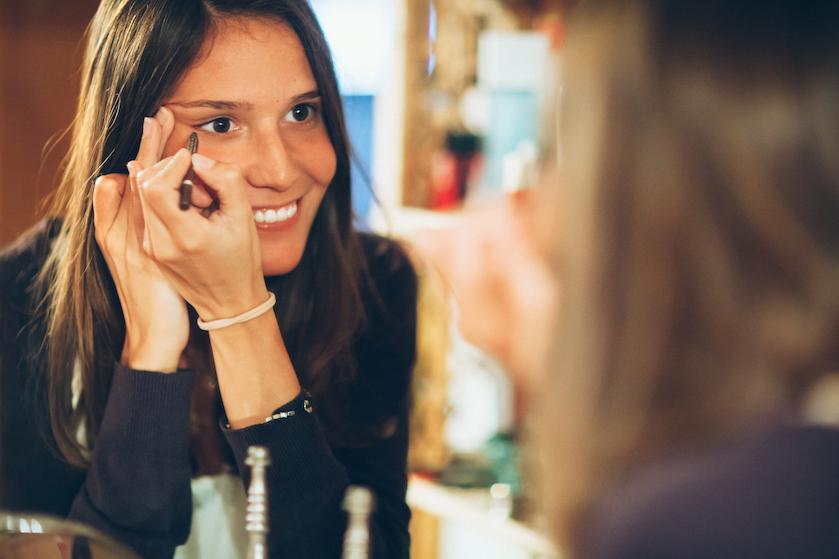 Een trend om vrolijk van te worden: met confetti eyeliner steel je hoe dan ook de show