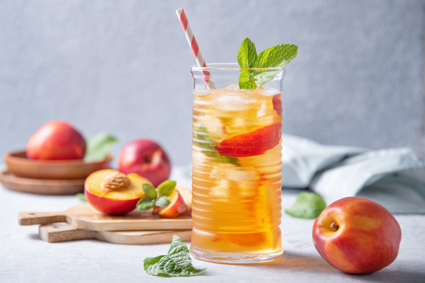 Vitamientjes én lekker zoet: maak je eigen perziklimonade