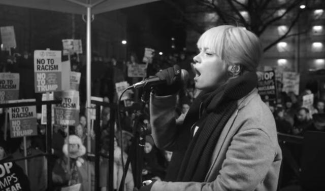 Kippenvel: Lily Allen covert dijk van een nummer tegen Trump