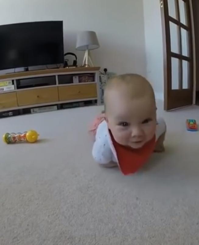 Baby eet camera op