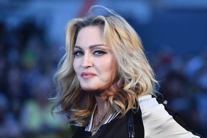 Oeps: douane vertrouwt identiteit Madonna niet