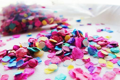 Bizarre beautytrend: confetti in je kapsel