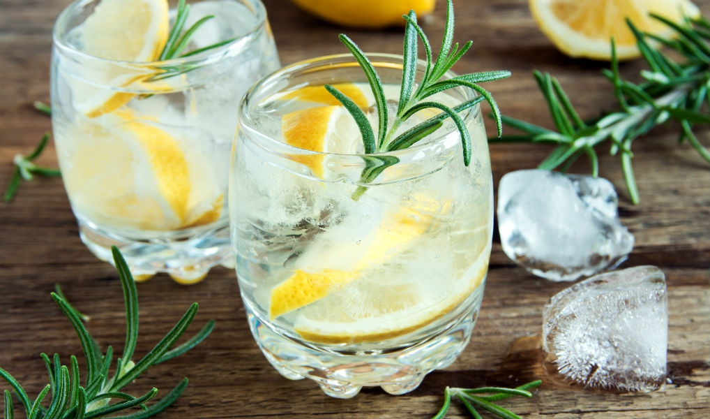 Oh no: je drinkt Gin & Tonic waarschijnlijk verkeerd