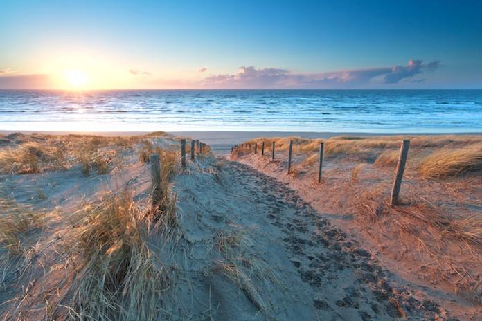 Weekend én zon! Dit zijn de 10 goedkoopste stranden van Nederland