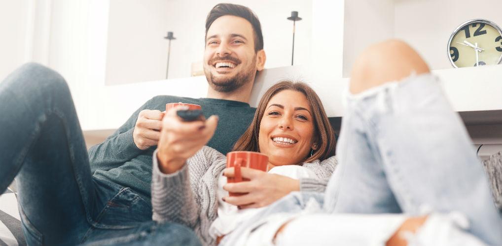 Bewezen: samen Netflix kijken is goed voor je relatie