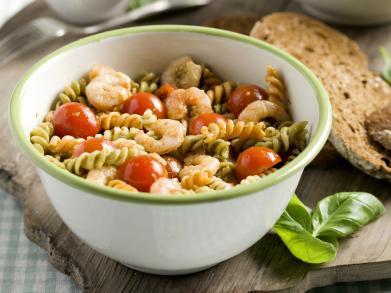 Recept: Fusilli met garnalen, kerstomaatjes en pesto