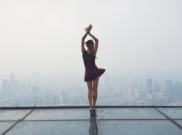 Zien: deze Instagramsensatie bezorgt je sowieso hoogtevrees!