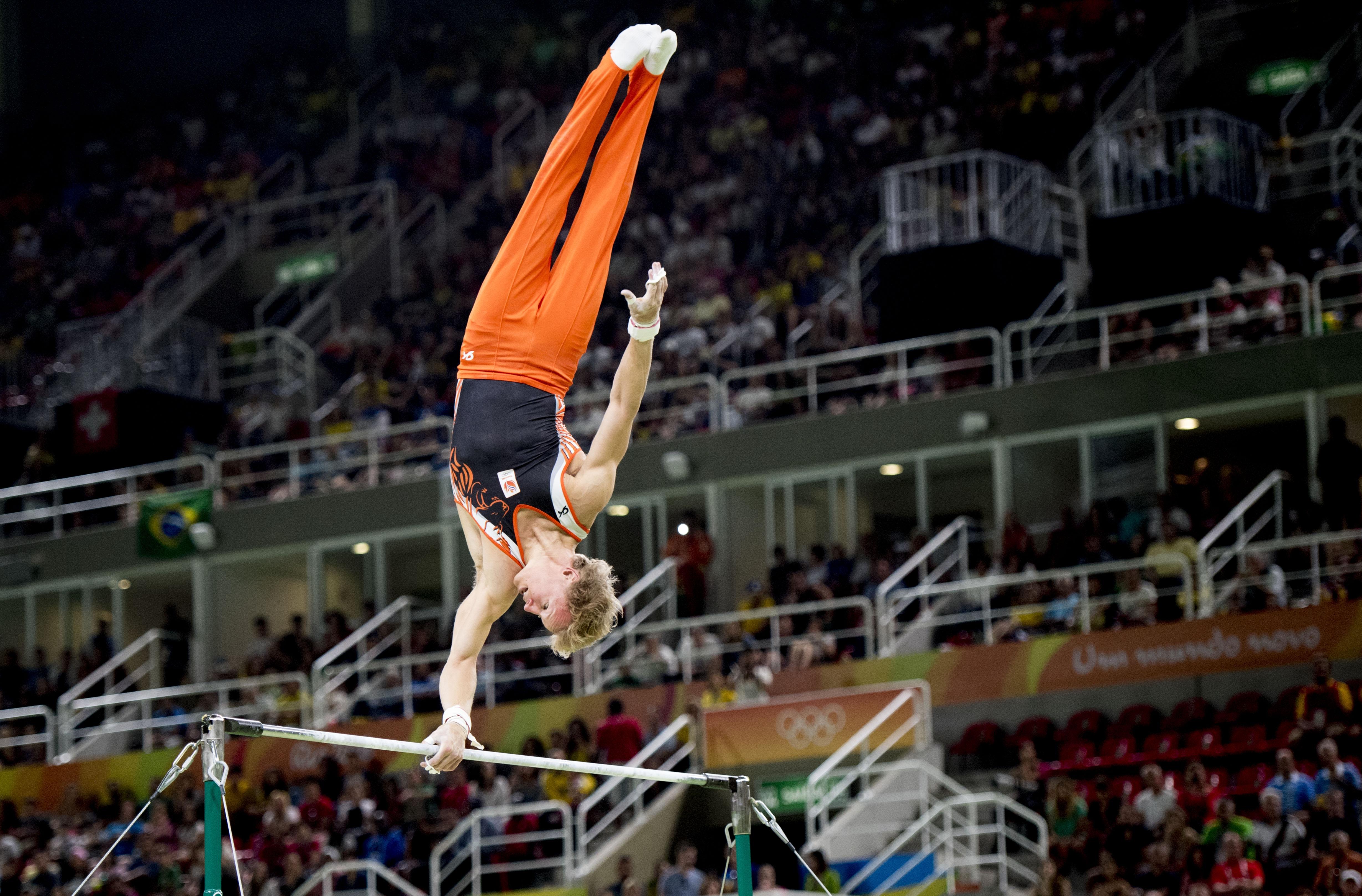 Ai! Gymnast Epke Zonderland maakt harde val op Olympische Spelen