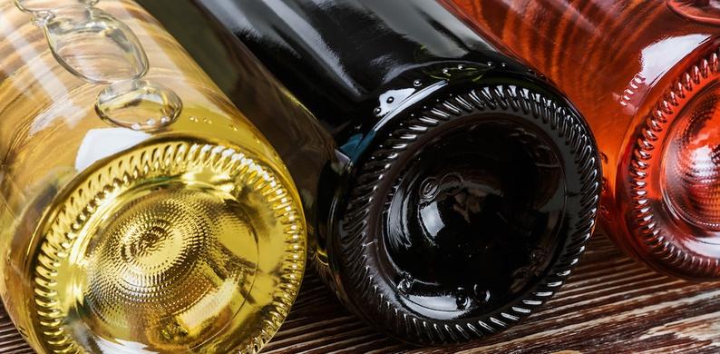 Waarom je wijnflessen het beste horizontaal kunt bewaren