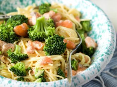 Recept: Spaghetti carbonara met zalm en broccoli