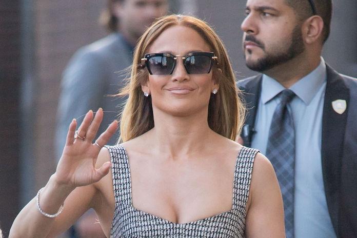 Deze bizarre laarzen van Jennifer Lopez houden het internet volop bezig