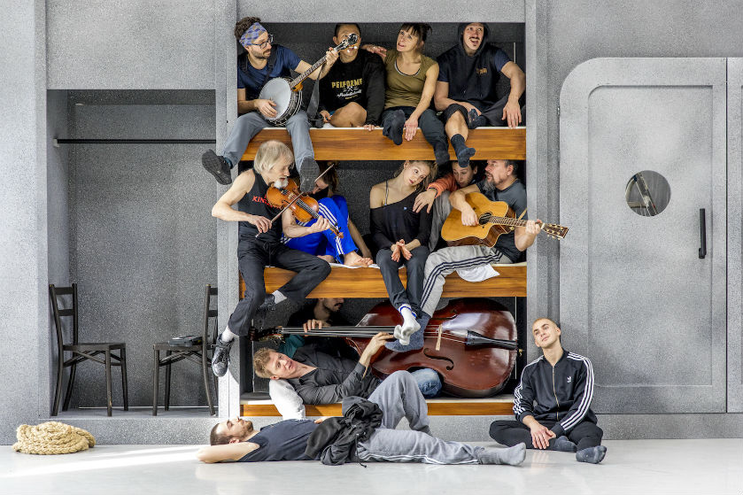 'All hands on deck': een wonderlijke combinatie van muziek, dans, humor en theater