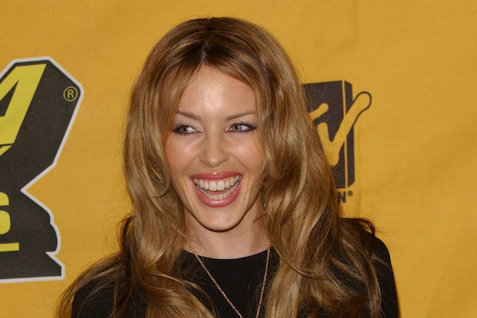 Kylie Minogue viert 50e verjaardag met naaktfoto: wat ziet ze er nog goed uit!