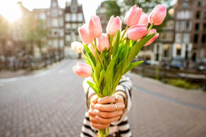 De bloemetjes buiten zetten was nog nooit zo leuk: er bestaat nu een tulpenlikeur