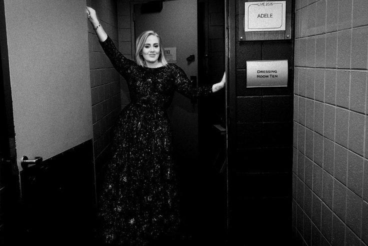 OMG! Zegt Adele 'I Do' op kerstavond?