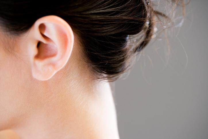 Video: Kijk wat er gebeurt als je dit punt van je oor masseert