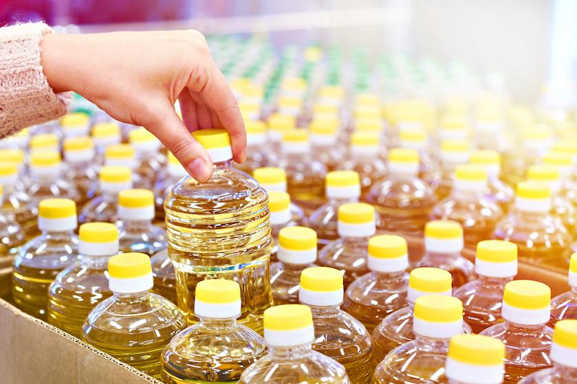 Twitter gaat los: waarom je dat 'nutteloze' plastic lipje van een nieuwe fles olie nóóit moet weggooien