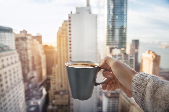 Waarom je niet meer je dag zou moeten beginnen met koffie