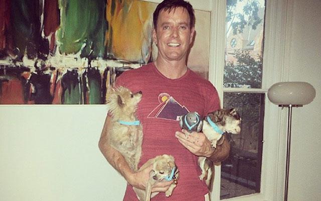 Deze man adopteert honden die maar geen thuis vinden