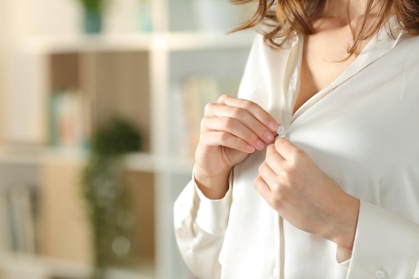 Zelf je zijden blouse wassen? Zó doe je dat gewoon thuis
