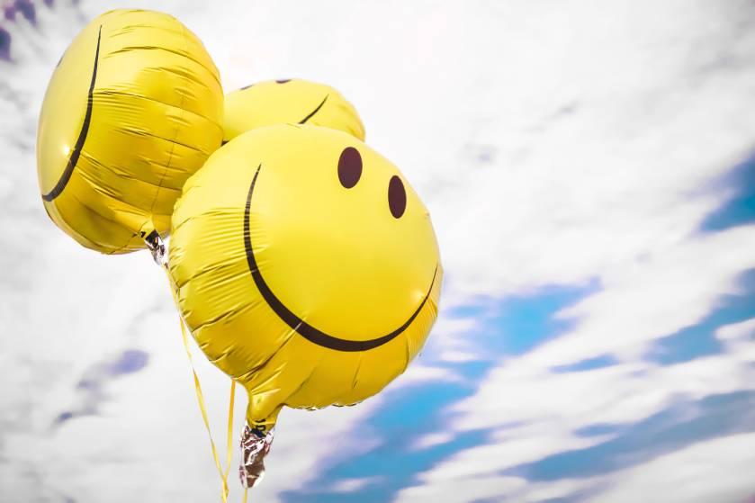 Dít is waarom iedereen de simpele glimlachende emoji anders interpreteert