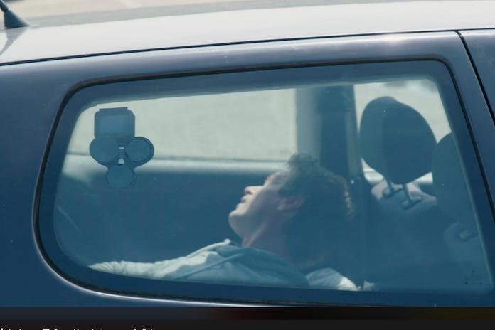 Video: Dierenbescherming sloot mens op in snikhete auto en dít is wat er gebeurde