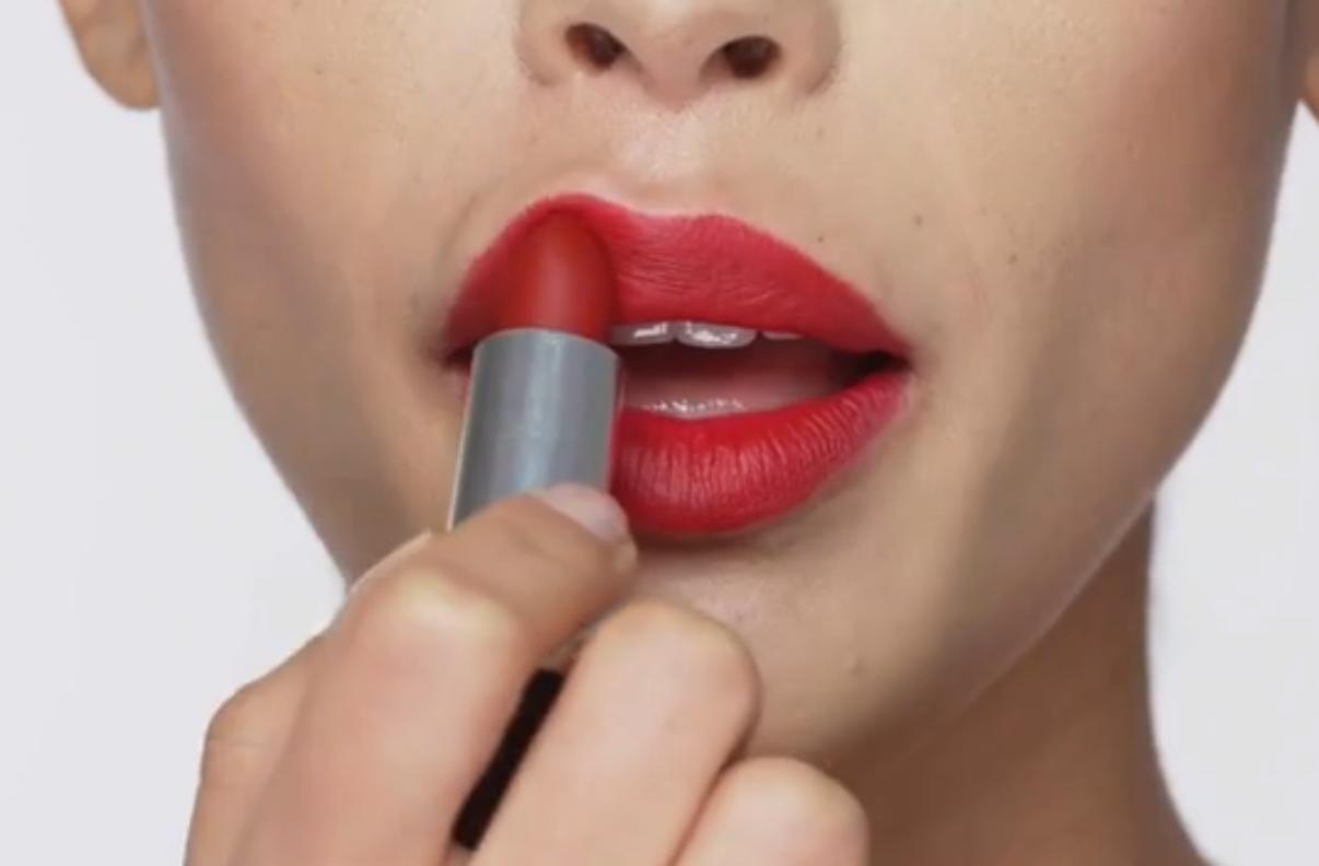 Lipstick op je hand testen? Niet doen!