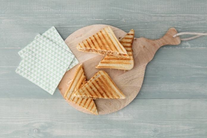 Dit wil je nu maken: tosti met banaan, pindakaas en sambal